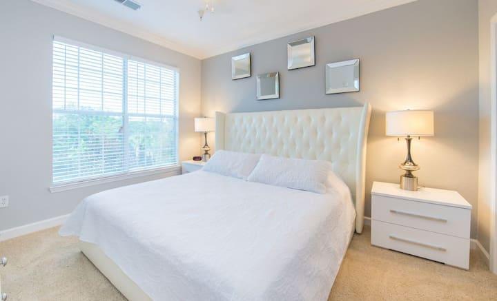 Breathtaking 2 Bedroom Condo Minutes from Disney