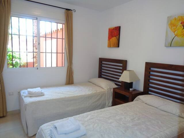 3 bed 2 bath house close to beach Mar de Cristal