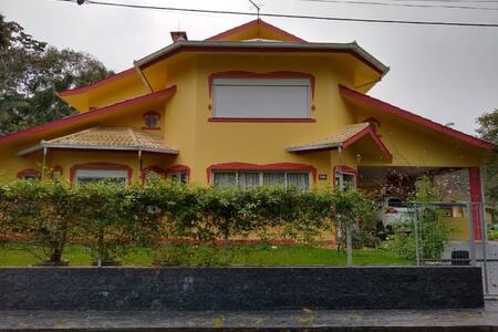 Quarto confortável em linda casa do interior
