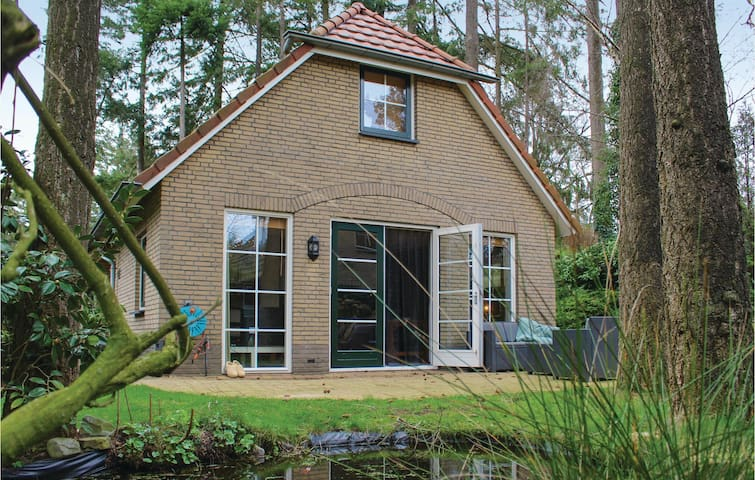 Holiday cottage with 2 bedrooms on 80m² in Lunteren