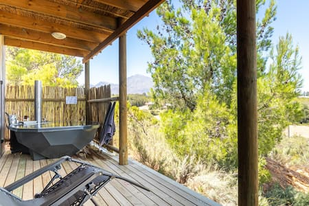 Steenbok Farm Cottage-private wood fired hot tub