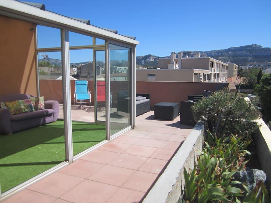 chambre avec toit terrasse plages parc bor ly 8 me appartements louer marseille provence. Black Bedroom Furniture Sets. Home Design Ideas