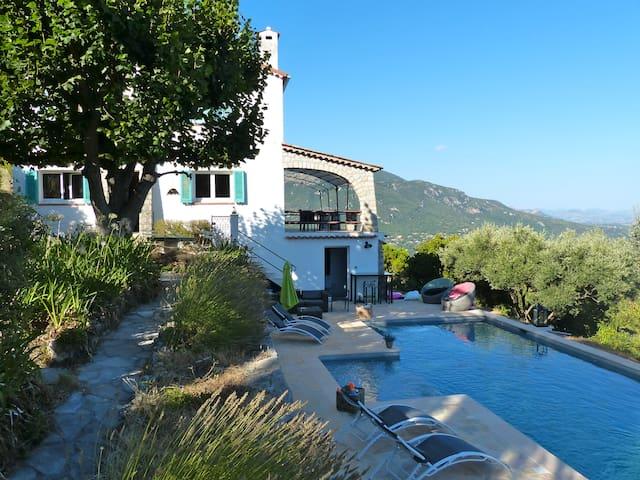 Villa provençale vue bluffante mer et montagne