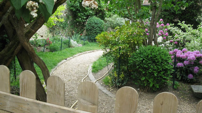 2 - Le jardin depuis l'entrée