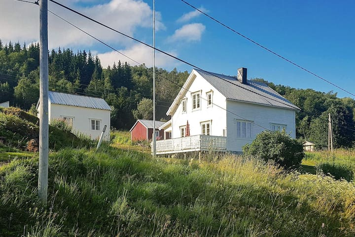 7 person holiday home in Brøstadbotn