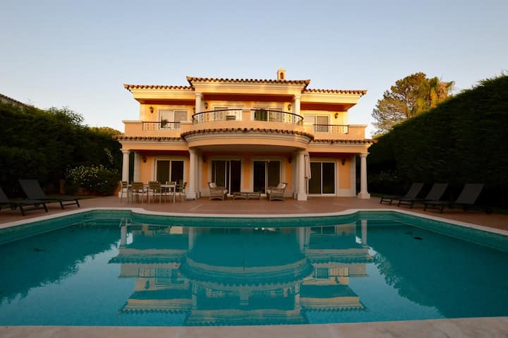 Excellent 3 bedroom villa with garden and pool