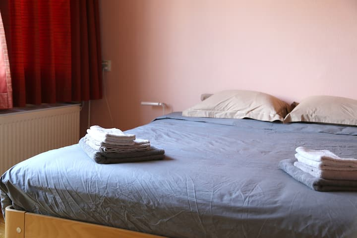 ⭐❤FREE PARKING, 2 double rooms, 4 guests⭐❤