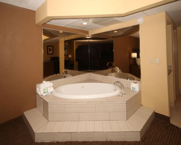 Spacious Suite Double Bed At Greensboro