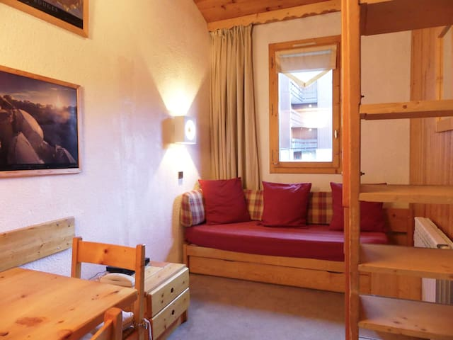 Salon - 2 lits simples / Living room 2 single beds