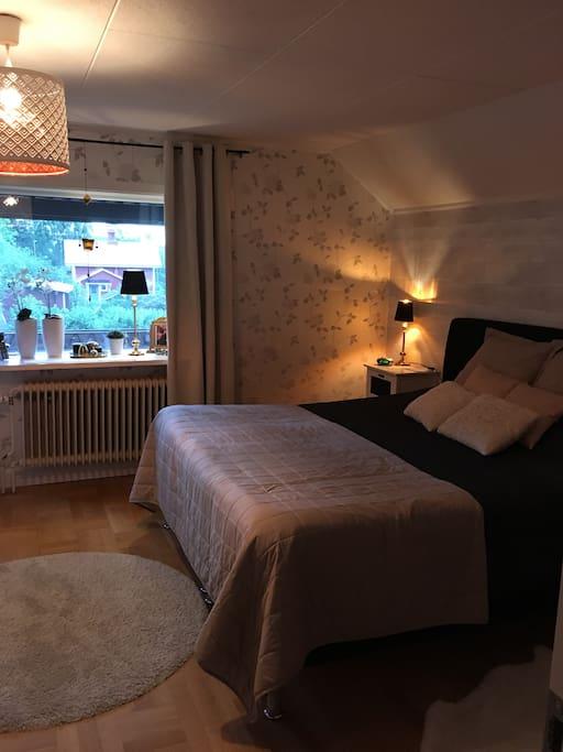 Master bedroom över våning