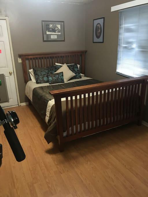 New queen mattress and linens.