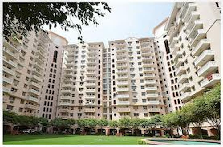 Secured Room &  shared kitchen - Gurgaon - Apartment