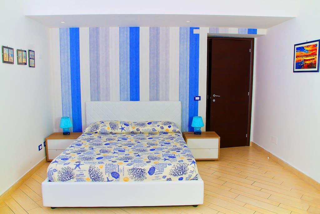 Camera da letto matrimoniale con balconcino ed aria condizionata