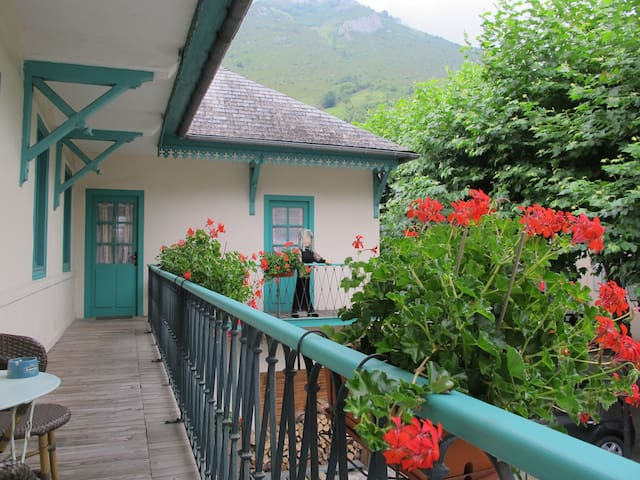 Gîte La Cazalère , grande maison traditionnelle
