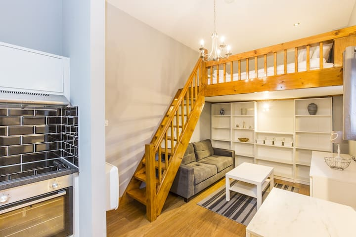★  Duplex and Charming Studio  10 Min to airport Modern and  cosy W/ Free parking