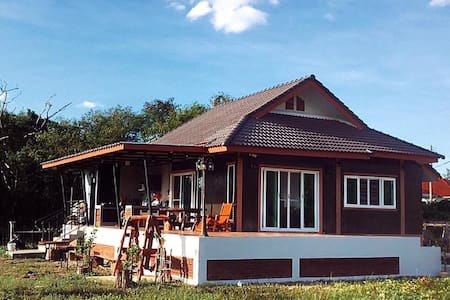 บ้านชมทุ่ง Baan Chom Thung , Buriram