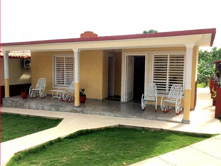 Casa Madelyn y Marlon habitaciòn 1(WIFI)