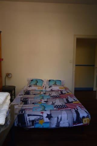Chambre dans maison spacieuse de 1936 - Tulle - Bed & Breakfast
