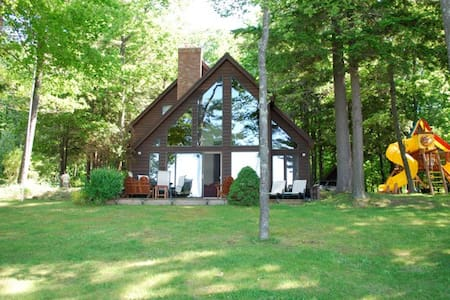Beautiful lakefront home on Glen Lake - Empire - 独立屋