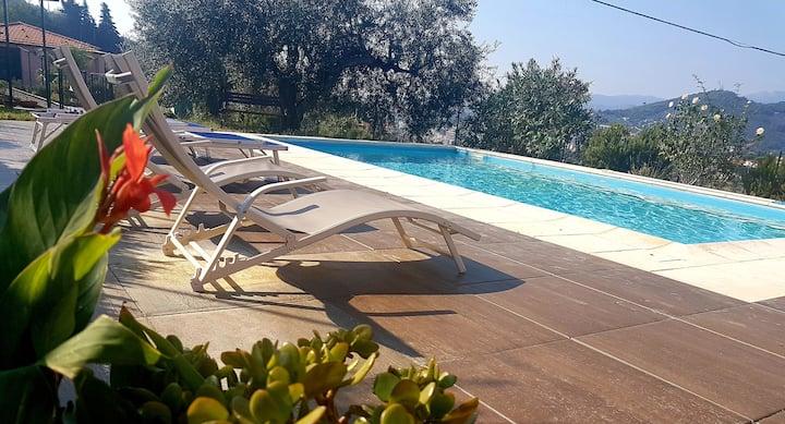 App. Franco in villa bifamiliare con piscina