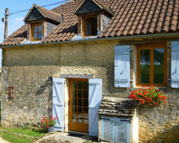 Sarlat, barn conversion, great views, pool, garden