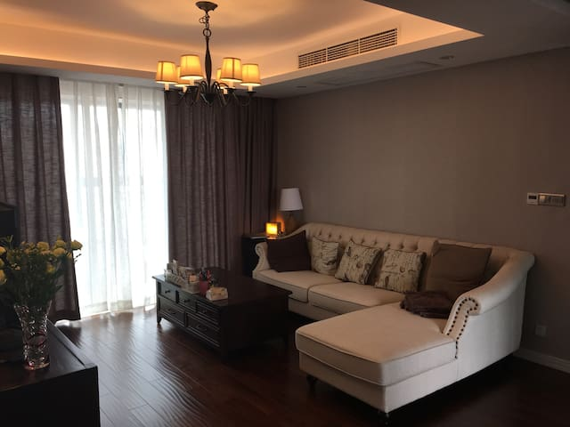 Nice and comfy guest room in an American style apt - Suzhou - Apartament