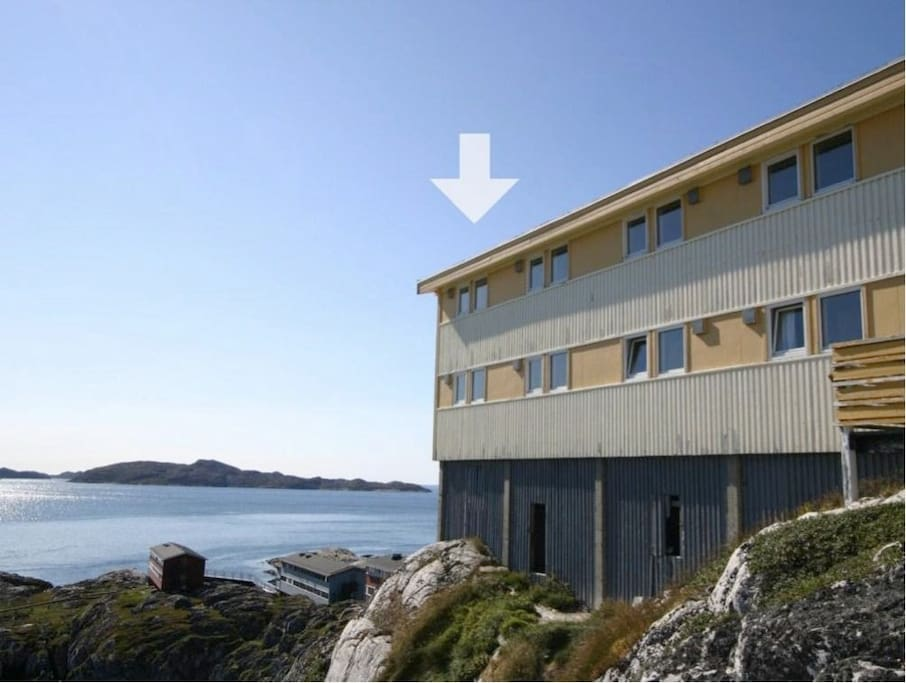 The apartment has a 270 degrees view of the fjord and surrounding mountains