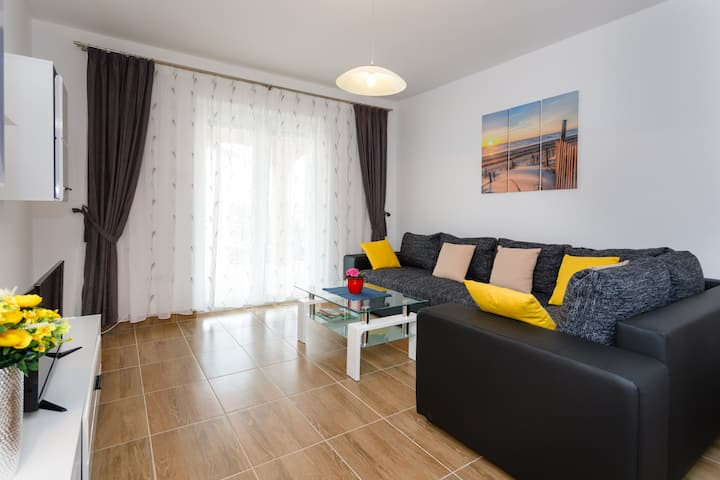 Spacious family/modern app with big terrace****