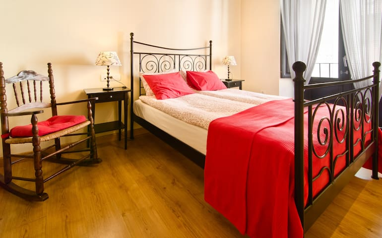 Central Granada - Self Contained Apartment (5 pax)
