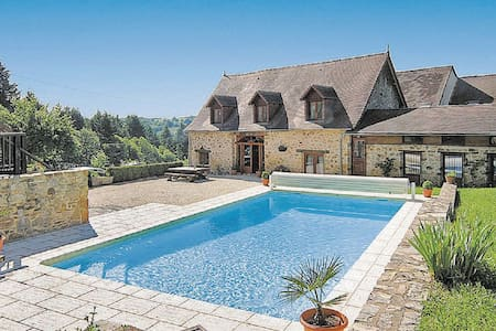 5 Bedrooms Home in Le Chalard - Le Chalard