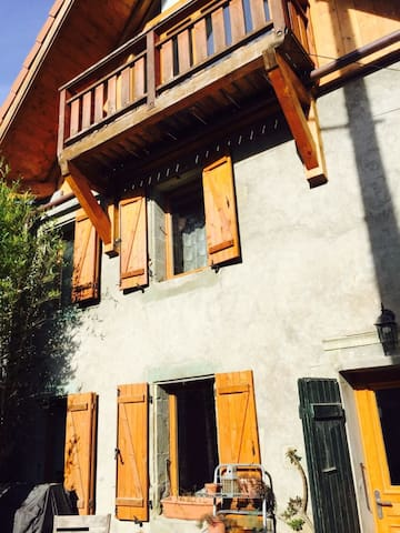 Private Room 35m2, en-suite Bathroom, Study & Deck - Saint-Julien-en-Genevois - House