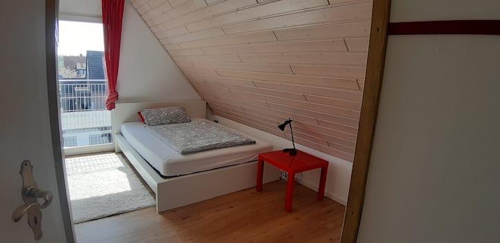 Gästezimmer mit eigenem WC im Dachgeschoss