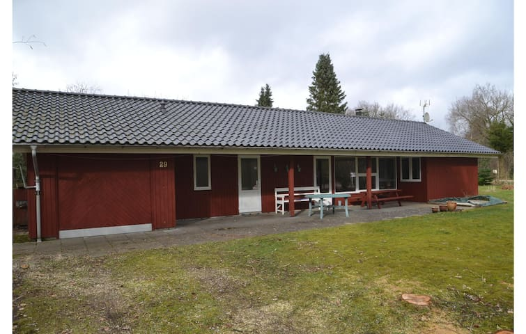 Holiday cottage with 3 bedrooms on 92m² in Ansager