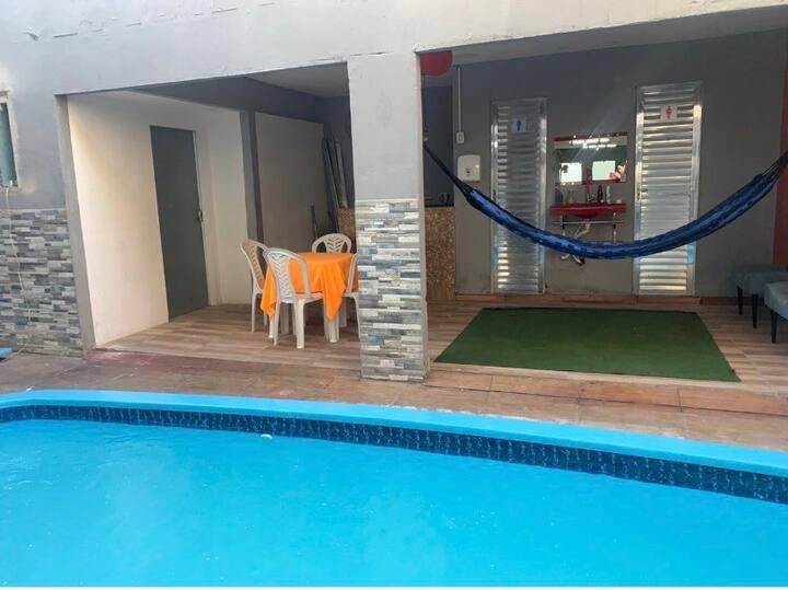 Espaço confortável com piscina