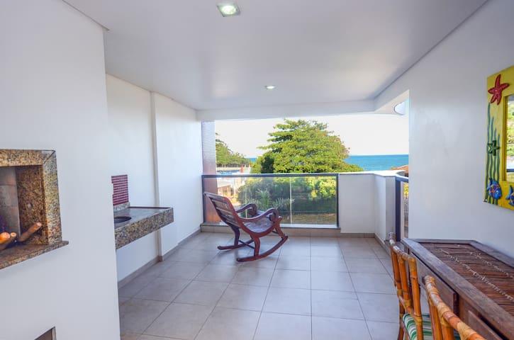 Apartamento em 4 Ilhas com Vista para o Mar
