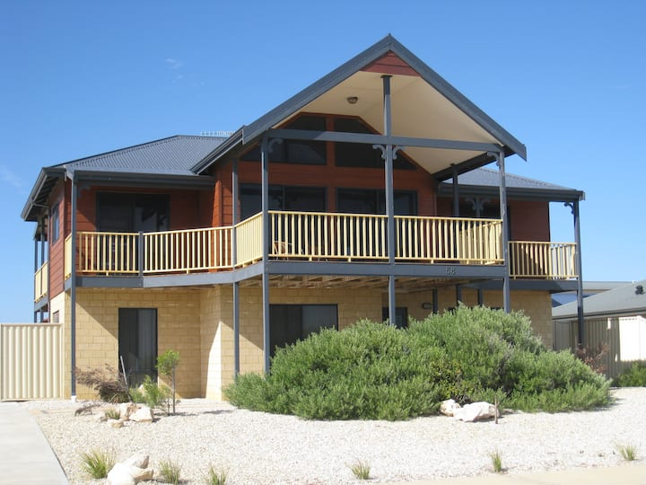 Absolute Beachfront Holiday House (Mid-West)