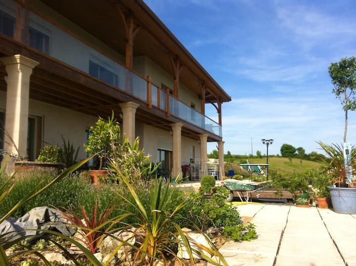 Apartment with 3 bedrooms in Catonvielle, with wonderful lake view, furnished garden and WiFi
