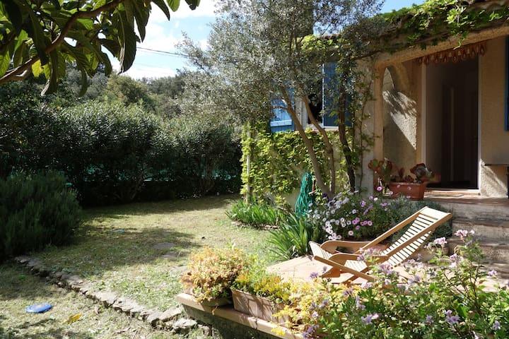 Charming family villa (pool+garden) - Sernhac - Casa