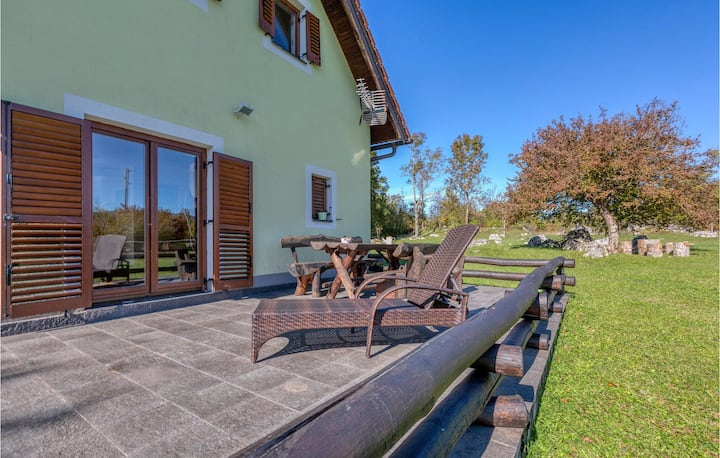 Amazing home in Lovinac with Outdoor swimming pool and 3 Bedrooms