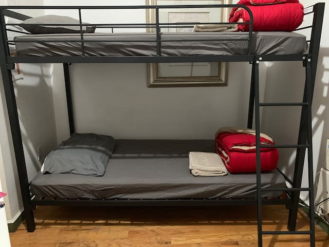 Bed in 2 bunk shared male room near Manhattan
