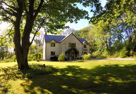 Peaceful north Pembrokeshire country house B&B