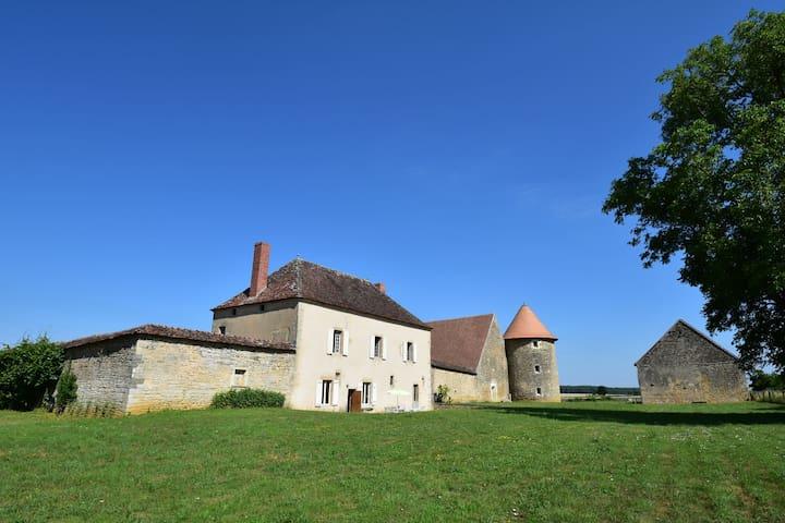 Seicentesco casale ristrutturato nella regione della Nièvre, 40 km da Nevers