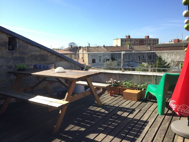 Charming flat (65m2 + terrace) near town Center ! - Bordéus - Apartamento