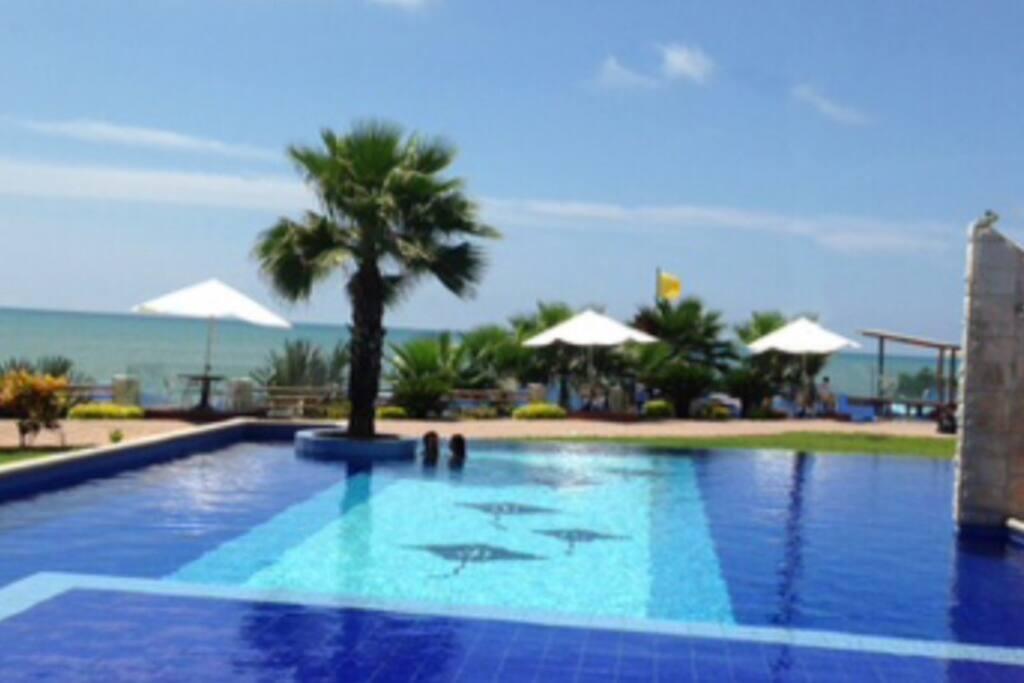 Amplias piscinas frente al mar