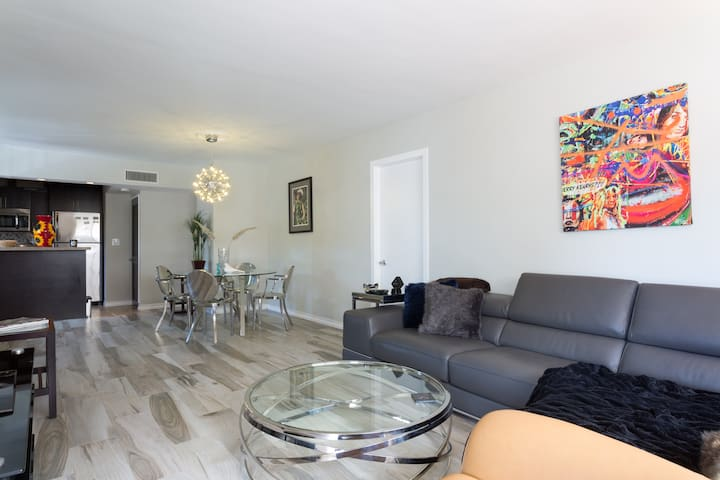 South of Fifth, 3 blocks to beach, 2-bedroom apt. - Miami Beach - Lägenhet