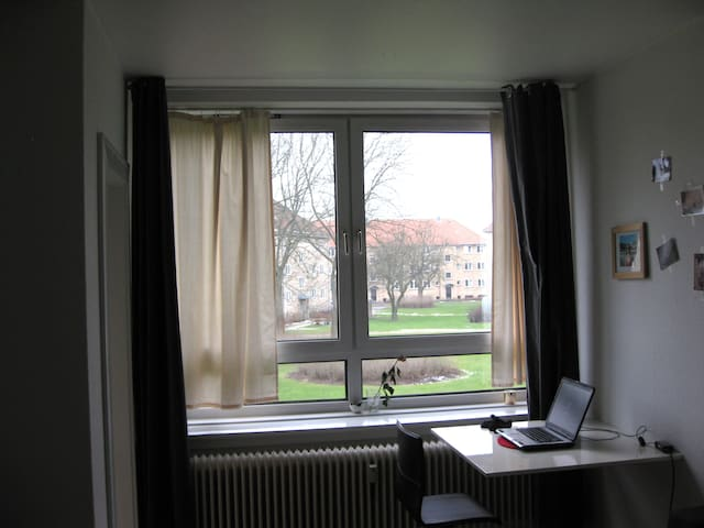 Cozy room in a nice light apartment - Kongens Lyngby - 公寓