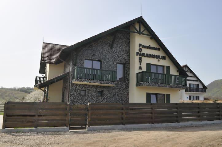Pensiunea Poarta Paradisului - Moldovenești - Guesthouse