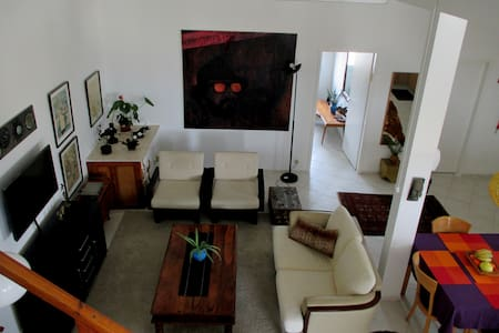 Beautiful Spacious Loft Style Apt - Didi's Place - Mevaseret Zion - アパート