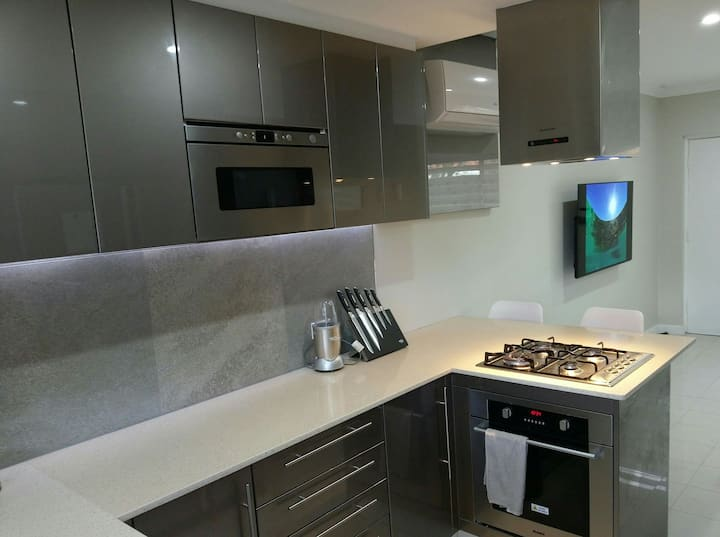 BEAUTIFUL MODERN TWO BEDROOM UNIT