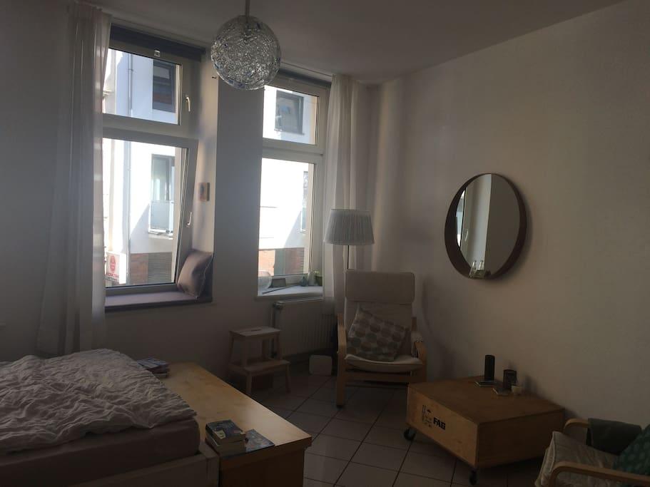 helle moderne 1 zimmer wohnung mitten in k ln wohnungen zur miete in k ln nordrhein. Black Bedroom Furniture Sets. Home Design Ideas